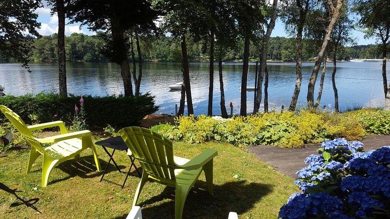 Maison au bord du lac, location de vacances à Ménessaire
