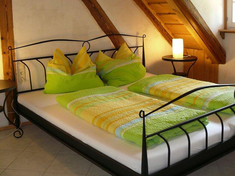 Ferienwohnung Bretterschlupf, 85 qm, 2 Schlafzimmer, max. 8 Personen, location de vacances à Grasbeuren
