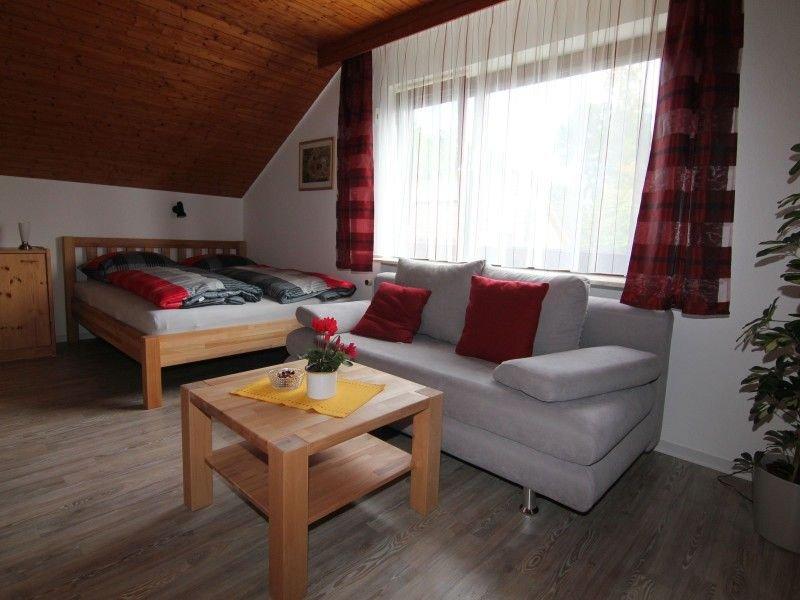 Ferienwohnung Cosima, 30qm, 1 Wohn-/Schlafzimmer, max. 2 Personen, vacation rental in Metzingen