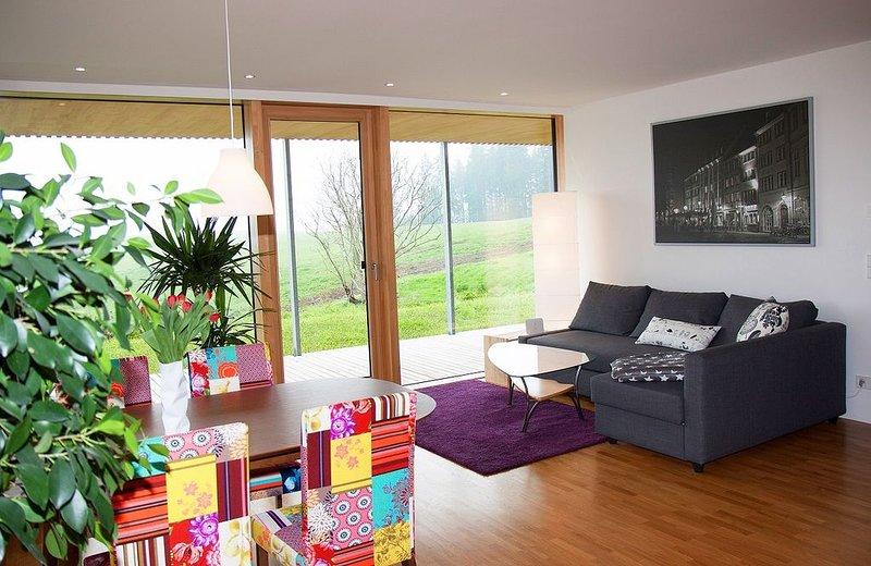 Ferienwohnung 'Mariposa' mit 70qm, 1 Schlafzimmer, max. 2 Personen, aluguéis de temporada em St. Georgen im Schwarzwald