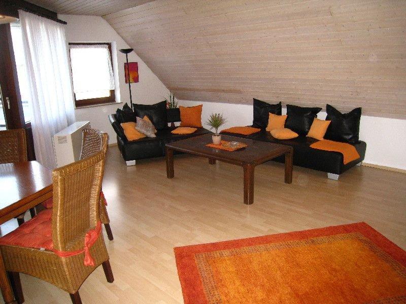 Ferienwohnung Brigitta mit 90qm, 2 Schlafzimmer, 1 Wohn-/Schlafzimmer für max., Ferienwohnung in Nürtingen