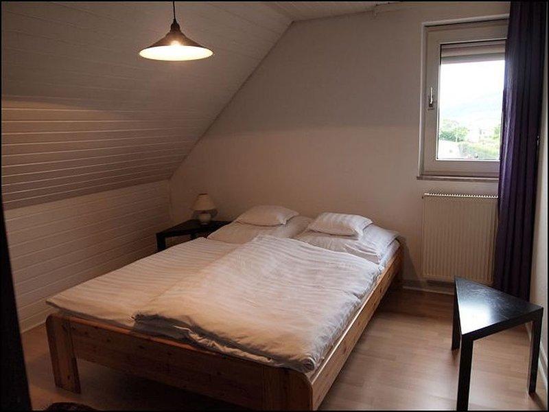 Ferienwohnung Eifelblick 50qm, 2 Schlafzimmer, max. 2 Personen, holiday rental in Dodenburg