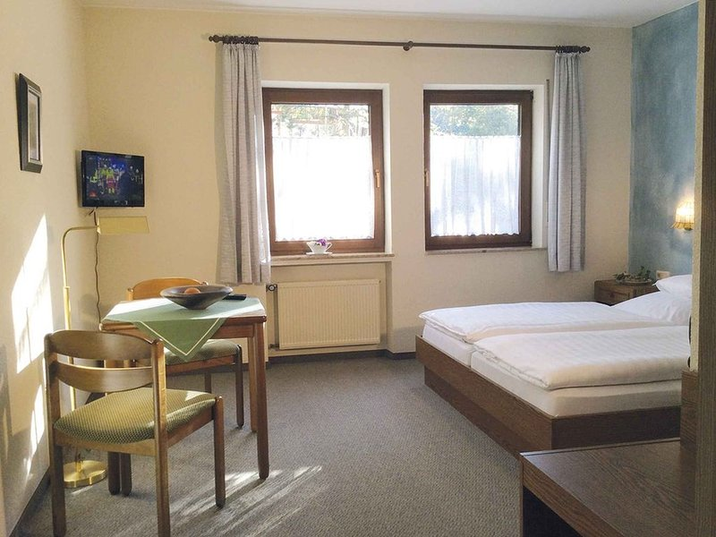 Doppelzimmer mit Dusche und WC, holiday rental in Dodenburg