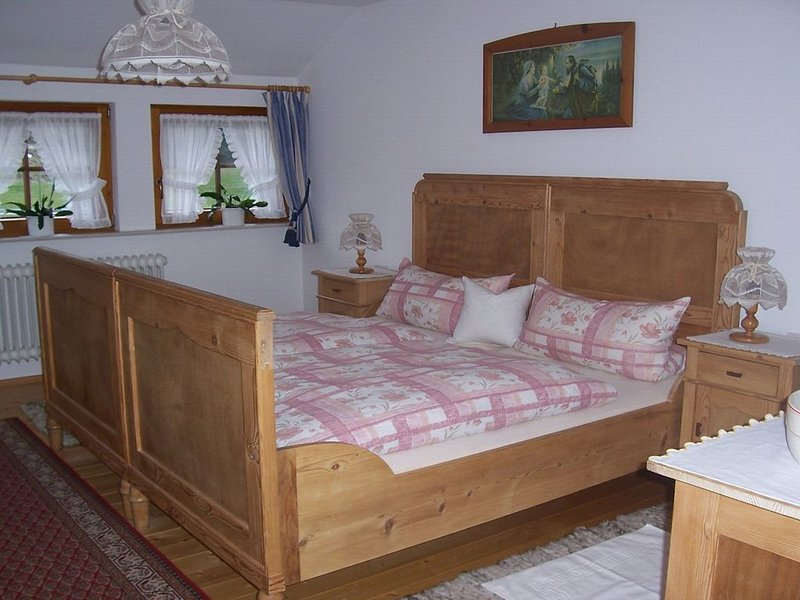 Ferienwohnung mit 86 qm, 2 Schlafzimmer für maximal 4 Personen, aluguéis de temporada em St. Georgen im Schwarzwald