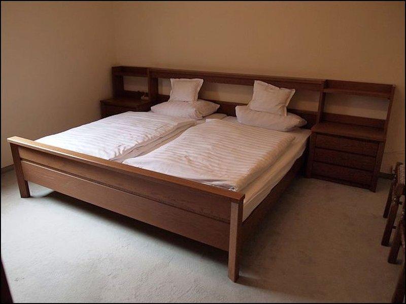 Ferienwohnung Moselblick mit ca. 70qm, 2 Schlafzimmer, für maximal 4 Personen, holiday rental in Dodenburg