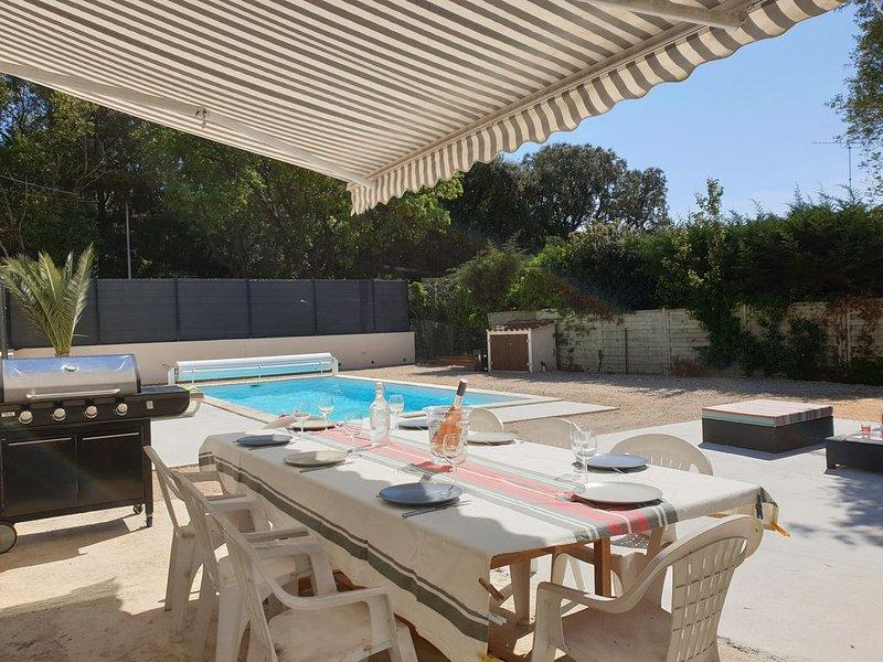 Villa avec piscine / plage à 1km / jardin / jeux enfants, holiday rental in Six-Fours-les-Plages