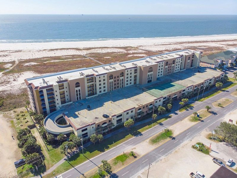 Owner Special Available: Gulf Front Condo Holiday Isle with Beautiful Views, holiday rental in Dauphin Island