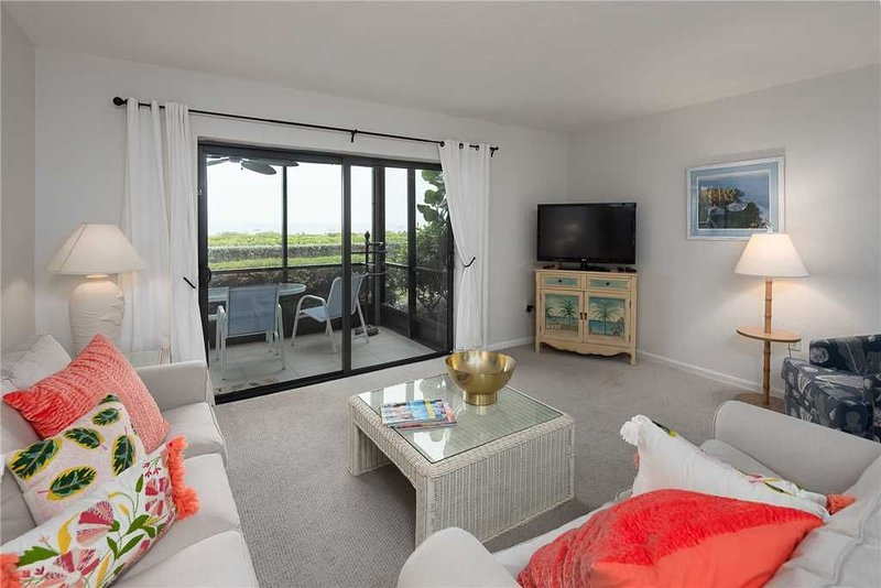 Beach Front 2 bedroom, 2 bath at Sanibel Moorings Resort #1121, holiday rental in Sanibel Island