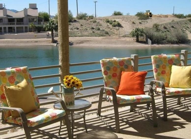 Kingsview Condo # 205 WATERFRONT - Condo- 20 feet from the water & sandy beach, casa vacanza a Lake Havasu City