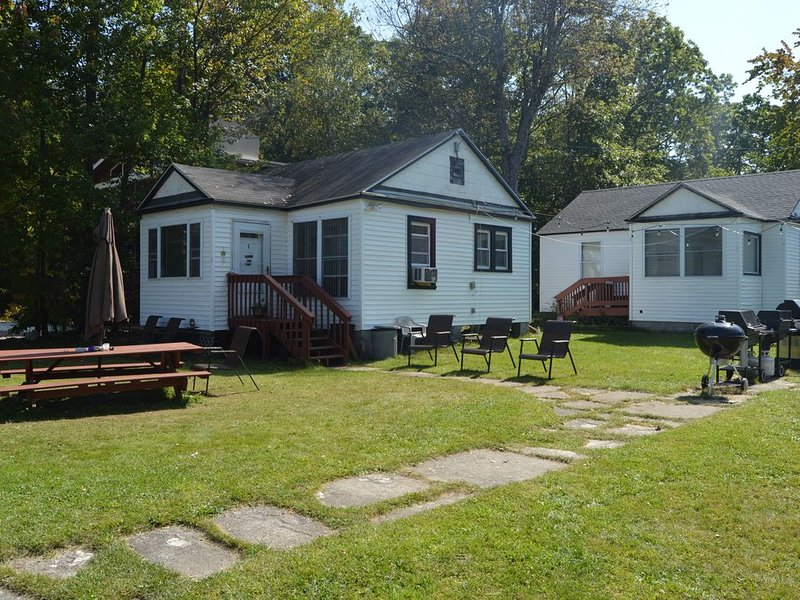 Charming Lakefront Cottage On Masten lake, vacation rental in Monticello