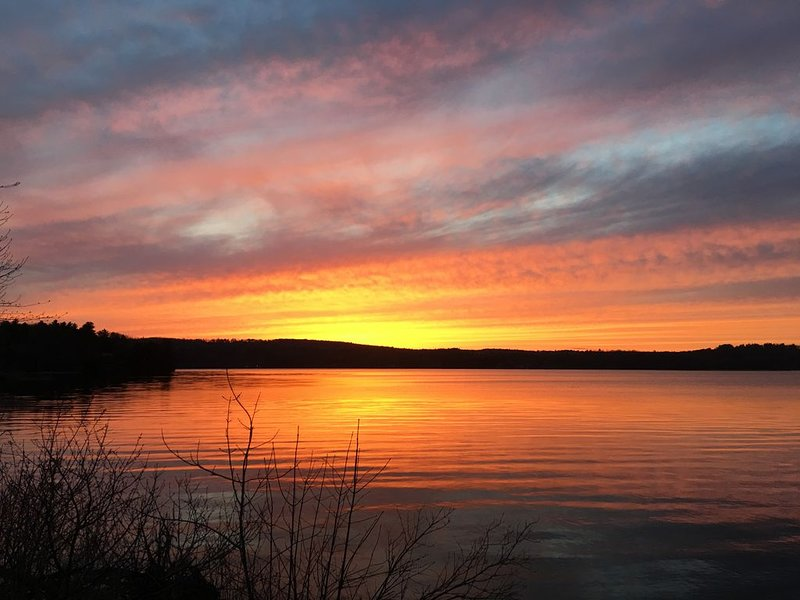 Lakeside retreat in Central Maine, vacation rental in Winthrop