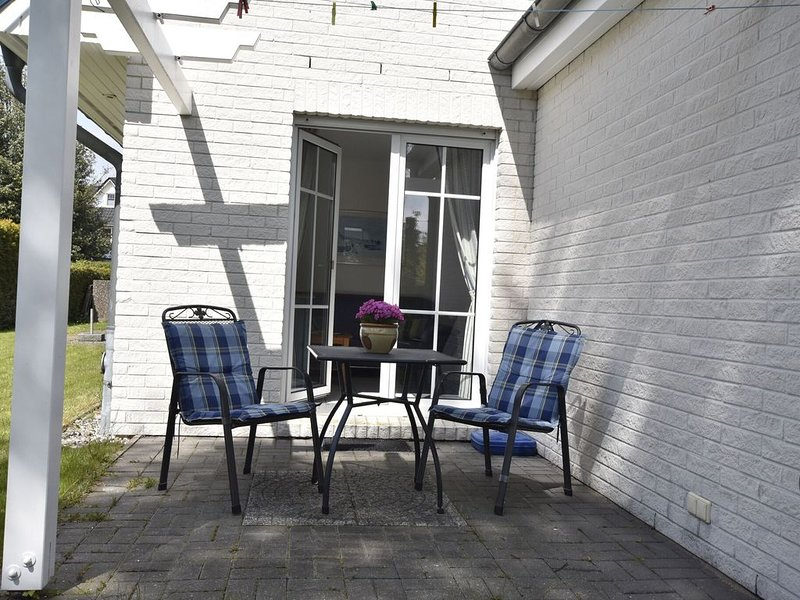 Spacious Apartment in Zingst Germany with Garden, vacation rental in Zingst
