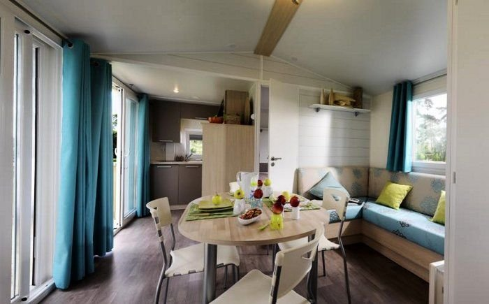 Camping Résidentiel La Pinède**** - Mobil Home Grand Large 3 Pièces 6 Personnes, aluguéis de temporada em Pinet
