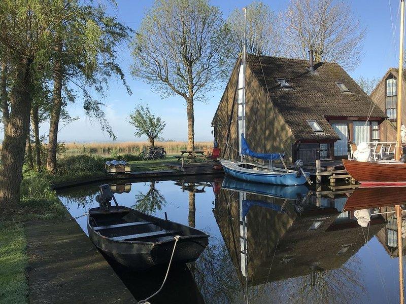 Gorgeous Lakeside Holiday Home in Gaastmeer, holiday rental in Heeg