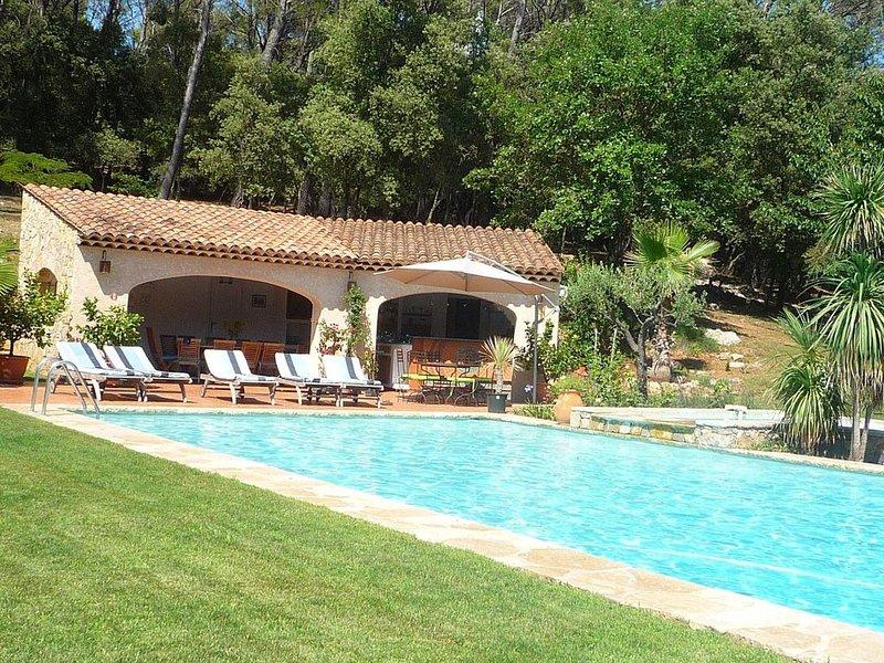 Grande bastide de caractère avec piscine 15m X 7m, holiday rental in Villecroze
