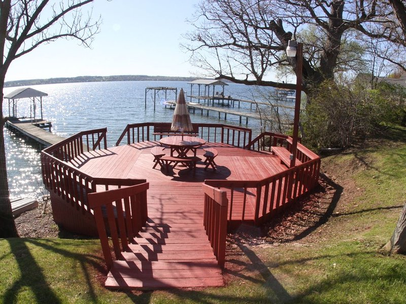 Spacious Seneca Lake Waterfront Getaway, vacation rental in Romulus