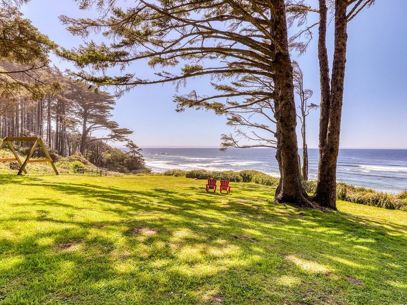 Oceanfront duplex unit w/ views - ideal for exploring, location de vacances à Yachats