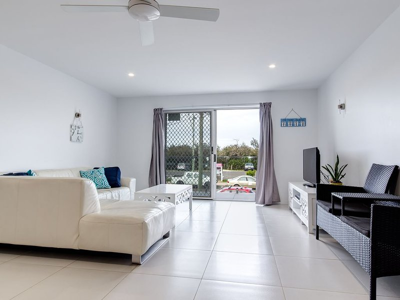 4 Seasounds - Directly Opposite Maroochydore Beach, holiday rental in Diddillibah
