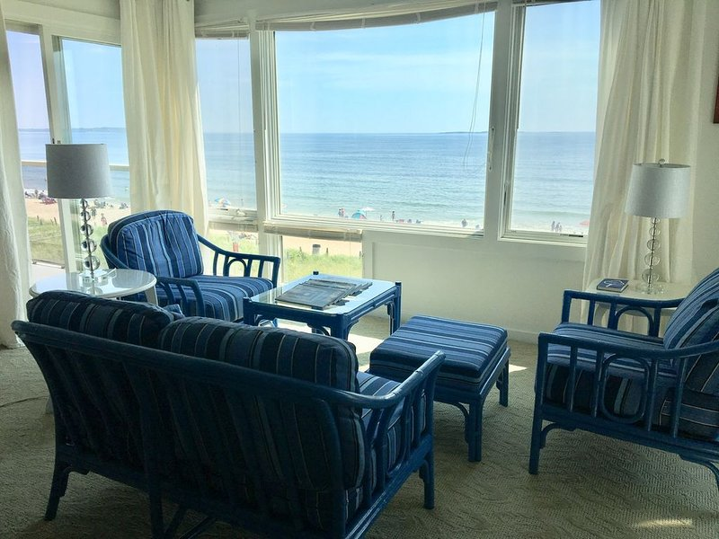 Condo on the beach-Amazing Views! 30 day minimum rental, holiday rental in Old Orchard Beach
