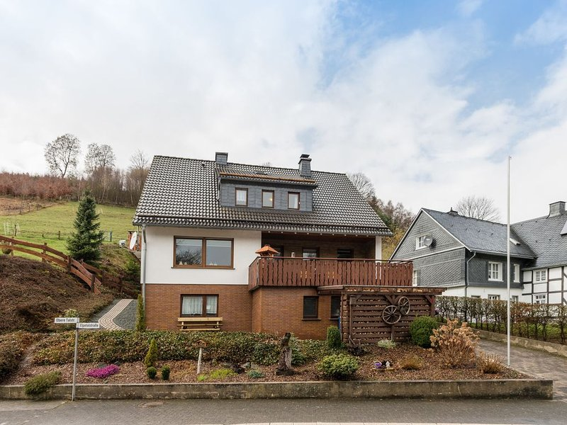 lovely holiday home in a great location near Winterberg and Willingen, holiday rental in Andreasberg