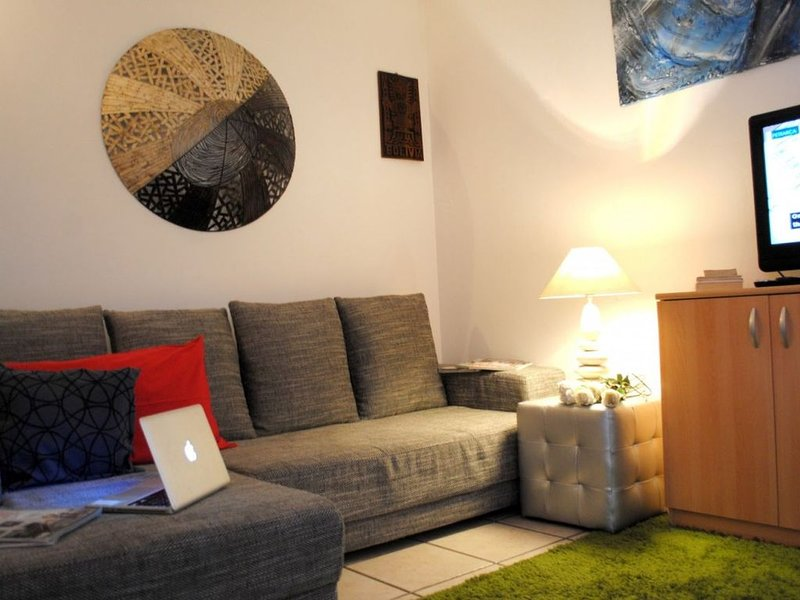 BNBOOK-FERRARIN APARTMENT SESTO CALENDE, vacation rental in Besnate