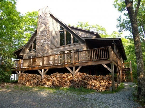Mountain Masterpeace 3 Bedroom 2.5 Bath Log Cabin in Banner Elk NC, vacation rental in Banner Elk