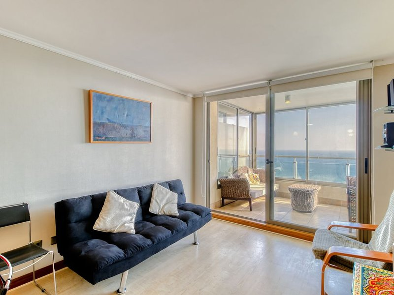 Oceanfront apt.w/ stunning ocean views and shared pool access!, alquiler vacacional en Región de Valparaíso