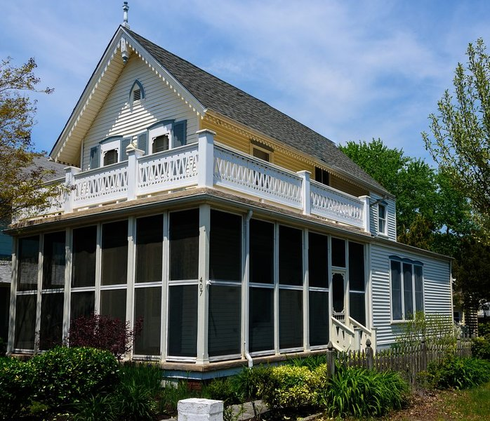 Peaceful retreat, new AC, beach is steps away. Fall week 9/26-10/3 is available., vacation rental in Cape May Point