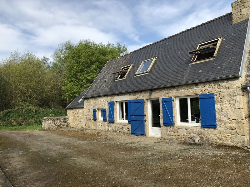 A Cosy Gite in the Brittany Countryside, vacation rental in Plounevez-Moedec
