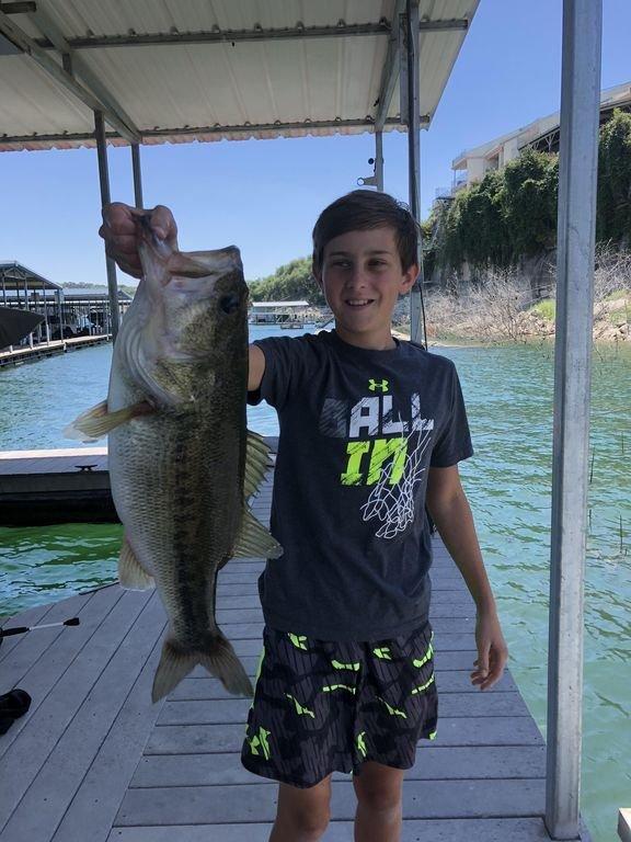 ¡Uno de los mejores lugares de pesca en el lago justo al lado de nuestro muelle!