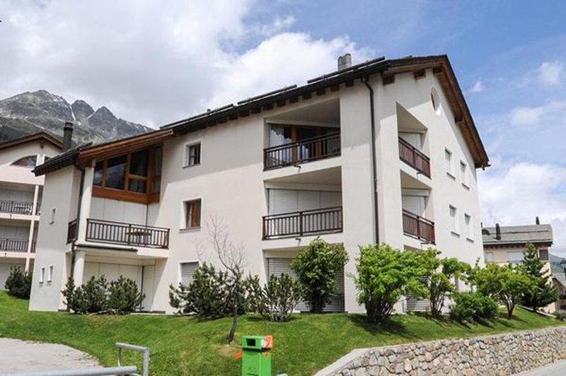 Ferienwohnung Silvaplana für 5 Personen mit 2 Schlafzimmern - Ferienwohnung in E, vacation rental in Engadin St. Moritz