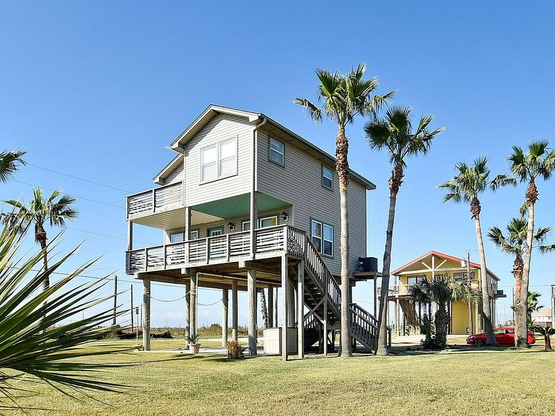 Dreamcatcher beachside home in Sunny Beach with breathtaking views of the beach!, holiday rental in Bayou Vista