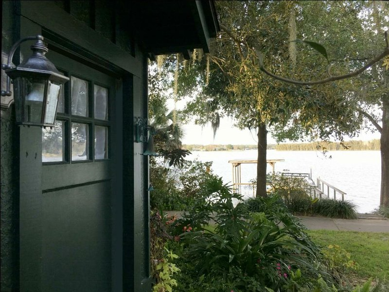 YOUR COTTAGE ON THE LAKE, holiday rental in Umatilla