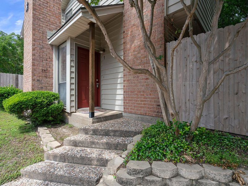 1BD/1.5BA Aggieland Condo : Game-Day Retreat or Relaxing Get-Away Spot, holiday rental in College Station