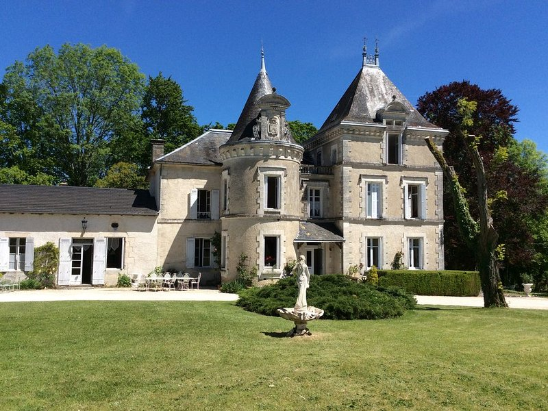 Mansion - SAINT JORY LAS BLOUXHouse with character, vacation rental in Corgnac-sur-l'Isle