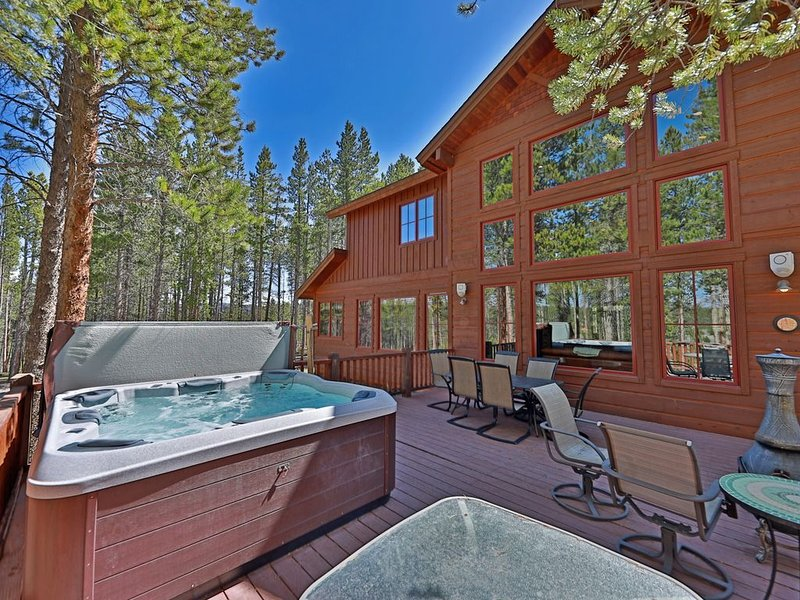 Juniper House. Luxury Mountain Retreat on 2 private acres Sleeps 10!, location de vacances à Tabernash