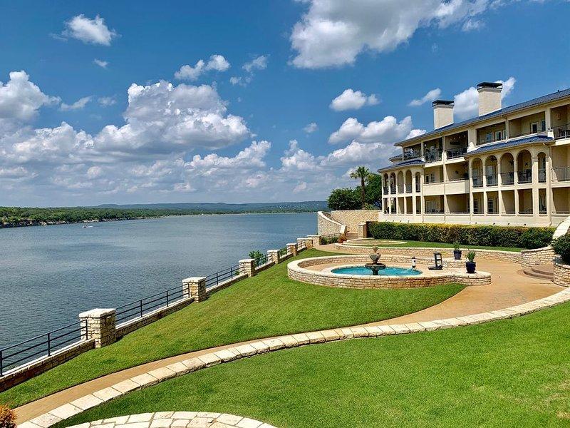 UNIT 2114 2 Bed 2 Bath on Lake Travis with Lake View, casa vacanza a Lago Vista