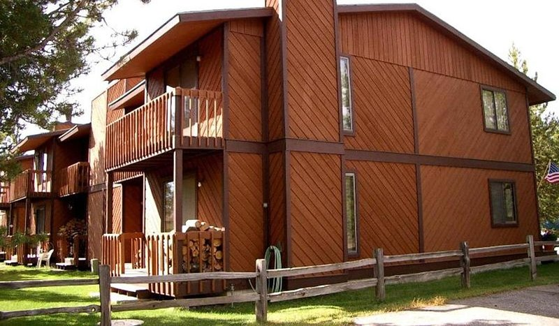 Comfortable West Yellowstone Townhouse Sleeps 7-8* / Basecamp to ADVENTURE, location de vacances à West Yellowstone