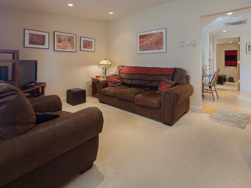 Luxury Downtown Condo - Great Price - Amazing Location, vacation rental in Moab