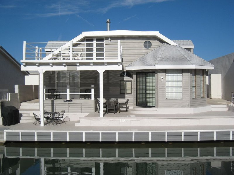 Cape Cod on the Colorado River- Waterfront House in Moovalya Keys, holiday rental in Parker