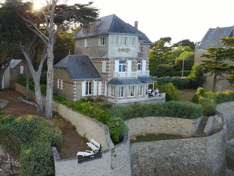 Villa familiale les pieds dans l'eau au Pouliguen face à la baie de la Baule, holiday rental in Le Pouliguen
