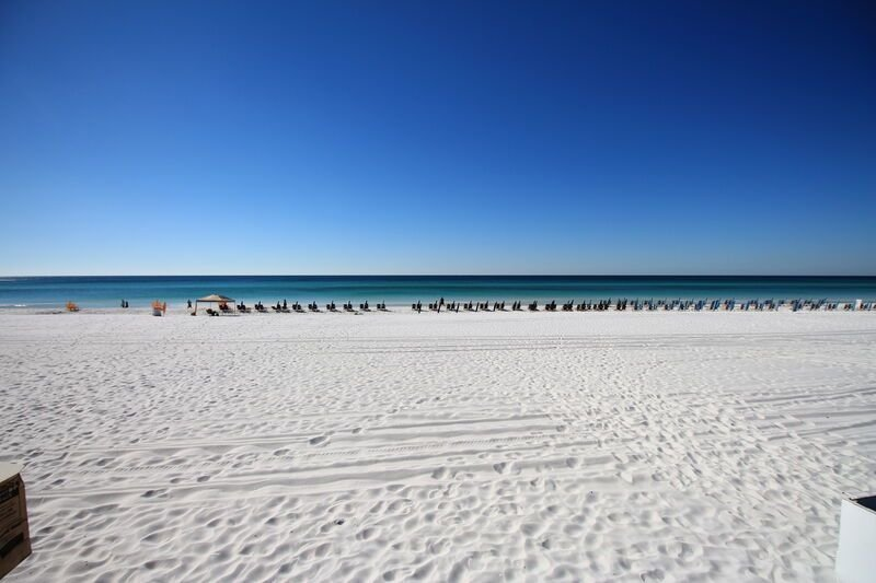 Booking for Spring!  Sandestin Beachfront. wonderful views. Tram, wifi included., holiday rental in Sandestin