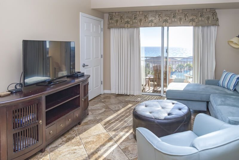 �Booking for Spring!.Sleeps 8! Beachfront Great Gulf views! unit 4744, holiday rental in Sandestin