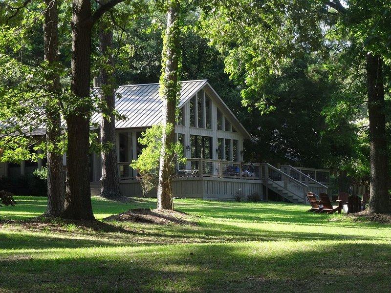 Main Lodge - Expansive Private Lake Views, casa vacanza a Center