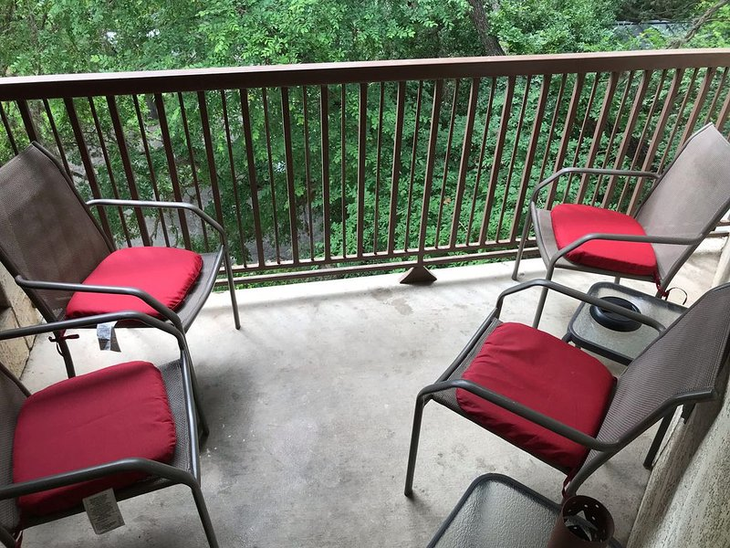 Cozy Condo with easy access to the Comal,  downtown and Schlitterbahn., holiday rental in New Braunfels