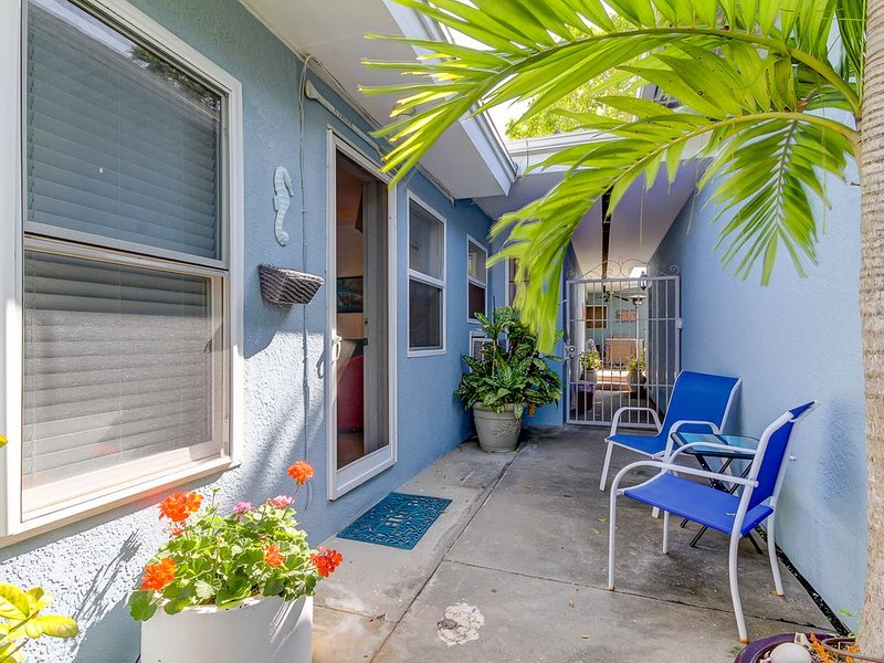 Large Private One Bedroom Apartment At The Southern End Of Sunset Beach, vacation rental in Treasure Island