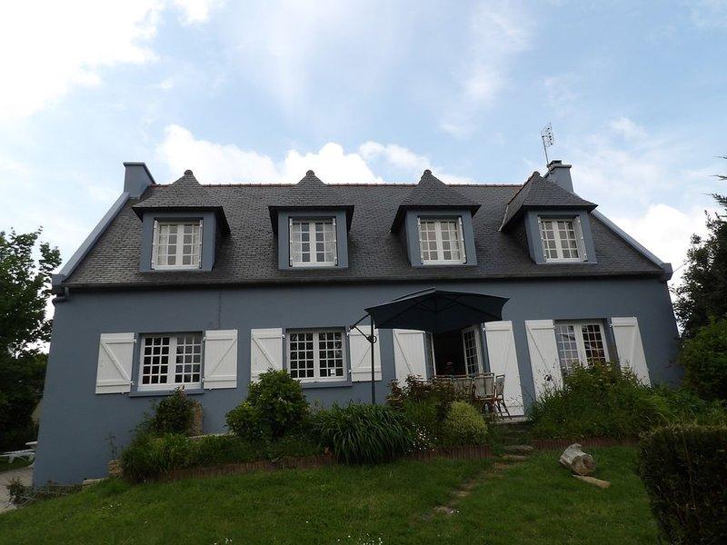 Grande maison au calme à quelques minutes des plages de la presqu'ile, holiday rental in Crozon