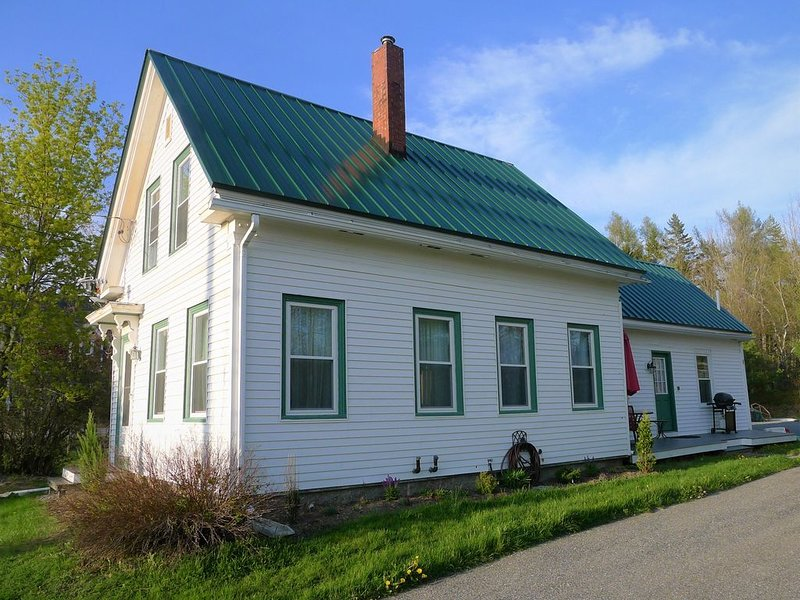 3 BR 2 BA ★ Sunny, Welcoming, Well Equipped House, vacation rental in Ellsworth