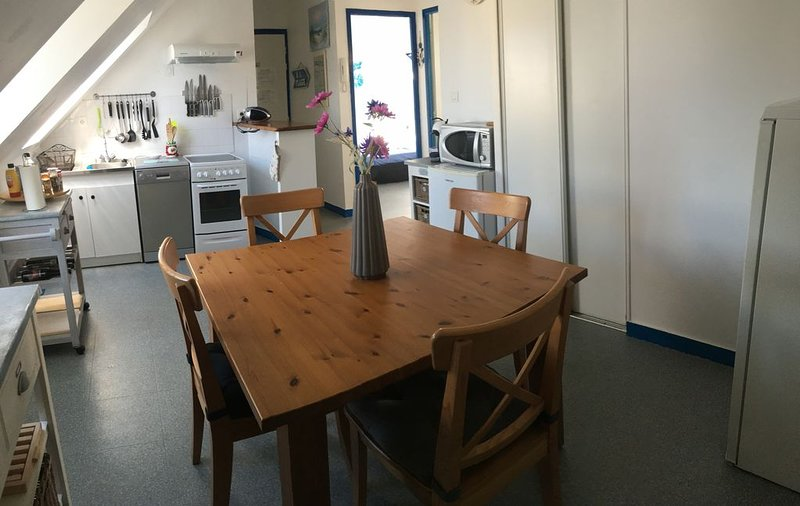 LC 23   Appartement à deux pas de la plage, du port,  des commerces à Le Conquet, holiday rental in Trebabu