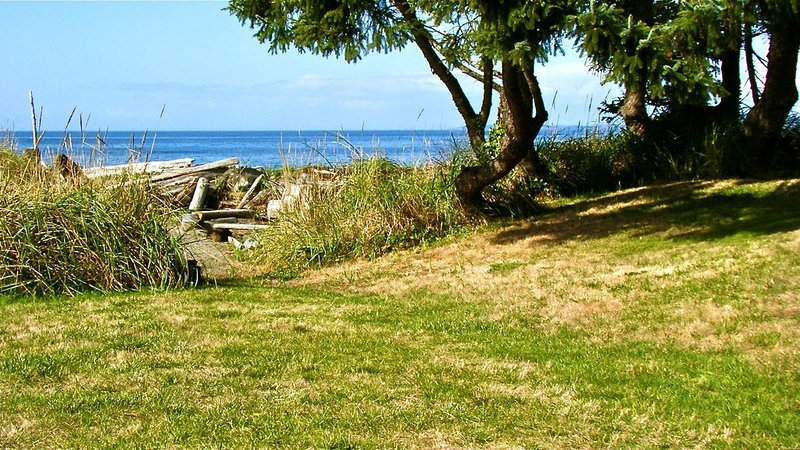 Spectacular Sunsets & Great Sandy Beaches! Pets Welcome!, vacation rental in Oak Harbor